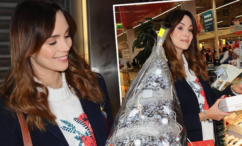 Paulina Krupińska na zakupach świątecznych w Pasażu Tesco
