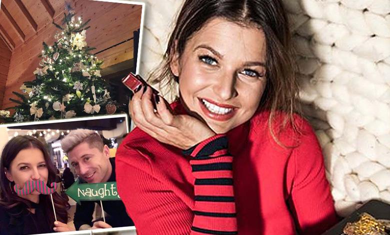 Anna Lewandowska i Klara Lewandowska podziwiają choinkę