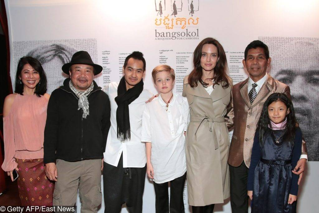 Angelina Jolie z dziećmi promuje film First They Killed My Father