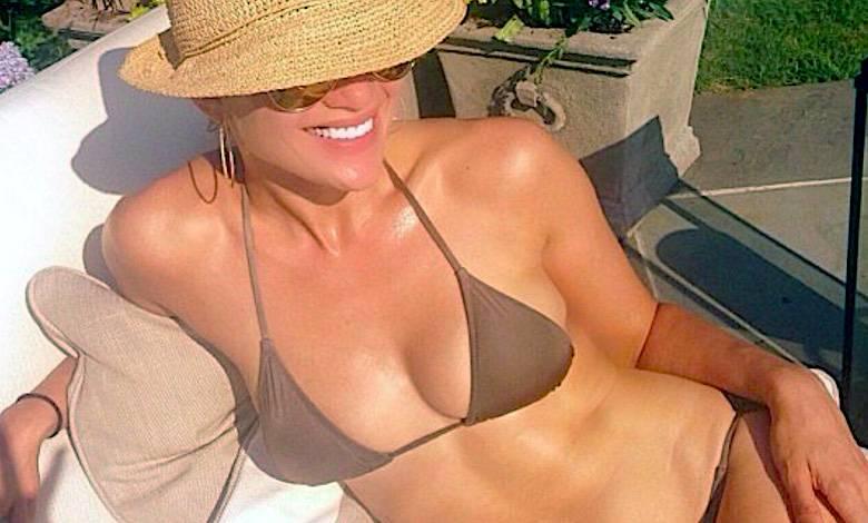 Jennifer Lopez pokazała brzuch
