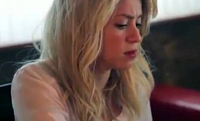 Shakira choruje
