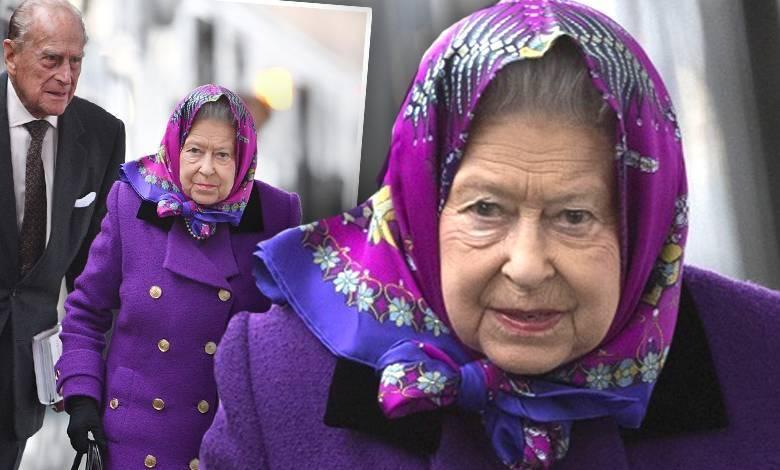 Królowa Elżbieta II podróżuje pociągiem