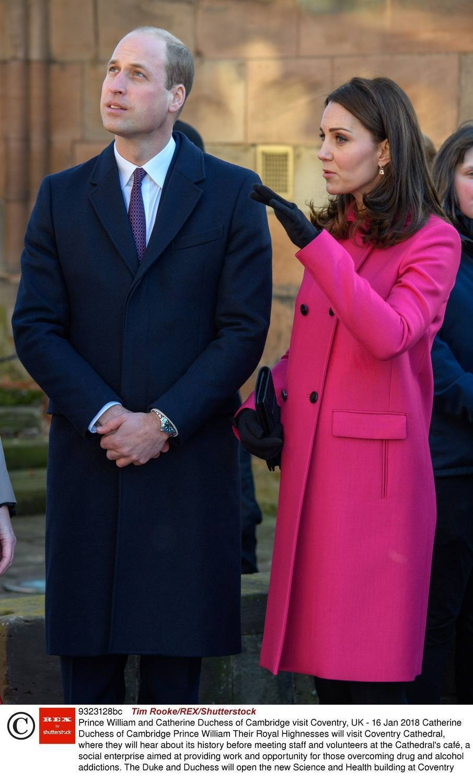 Księżna Kate w ciąży w różowym płaszczu
