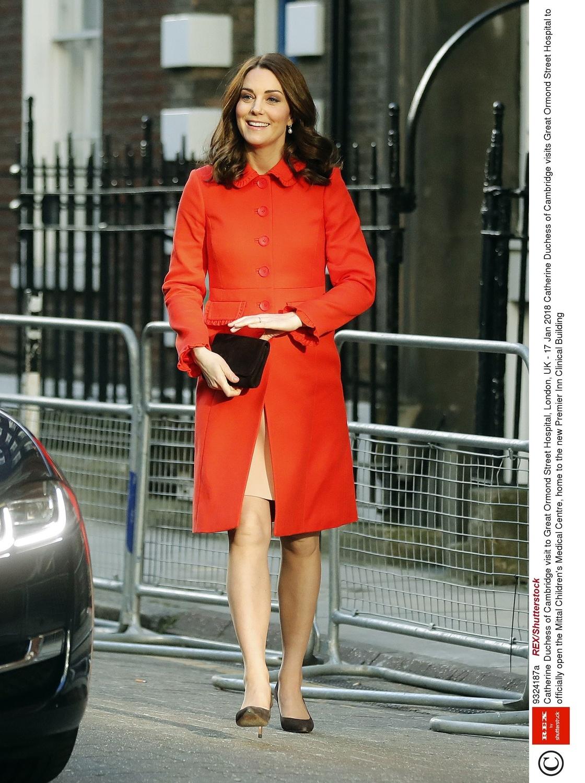 Księżna Kate w ciąży w pomarańczowym płaszczu