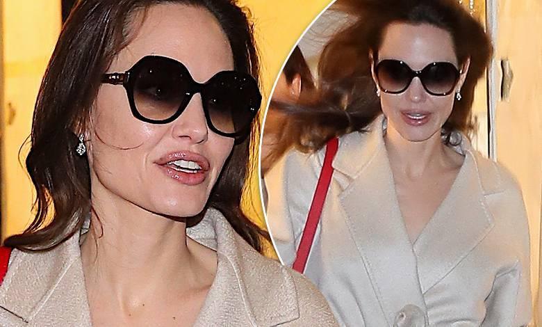 Angelina Jolie Paryż karmelowy płaszcz