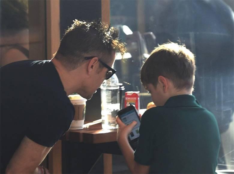 Zdjęcie (1) Syn Alicji Bachledy-Curuś to już mały kawaler! Paparazzi przyłapali Henry'ego na kawie z ojcem Colinem Farrellem