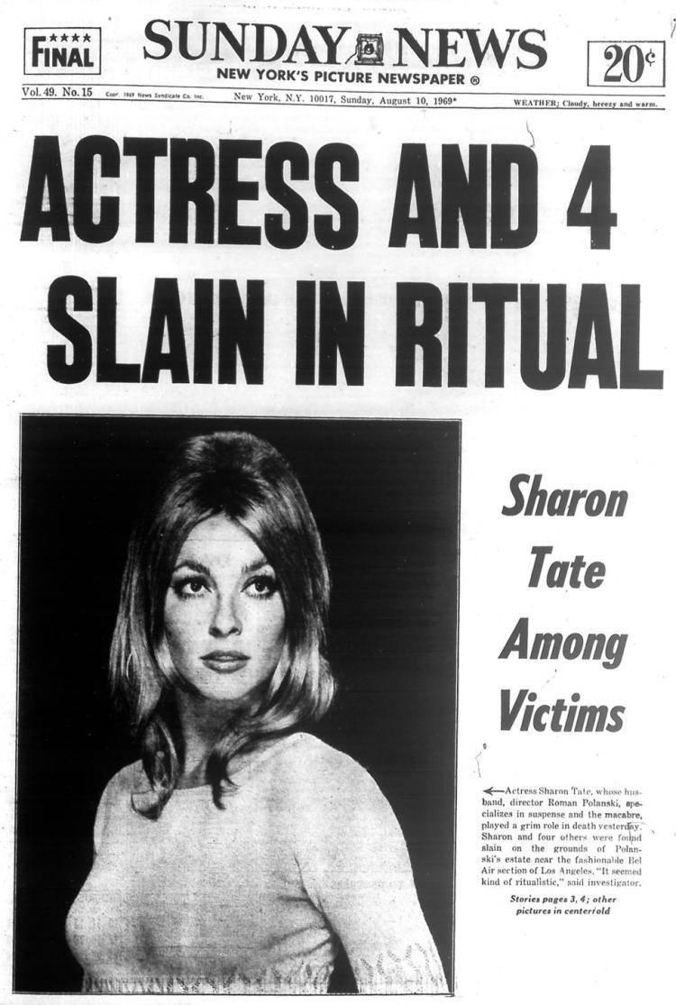Czołówka Sunday News informująca o tragicznej śmierci Sharon Tate i 4 osób w willi Romana Polańskiego. 10 sierpnia 1969
