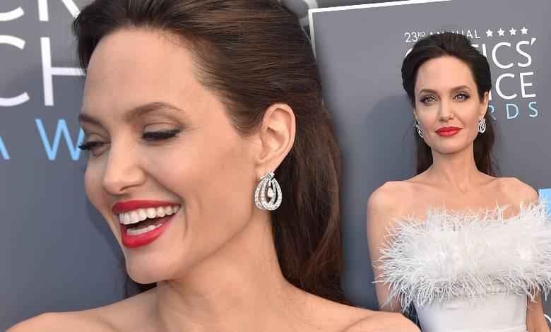 Angelina Jolie - Critics Choice Awards 2018