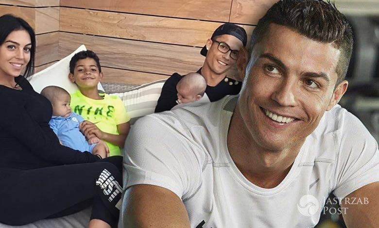 Cristiano Ronaldo z rodziną w basenie