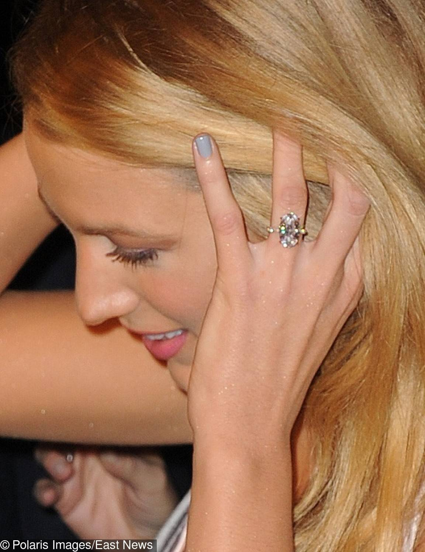 Blake Lively – pierścionek zaręczynowy – 12-karatowy brylant
