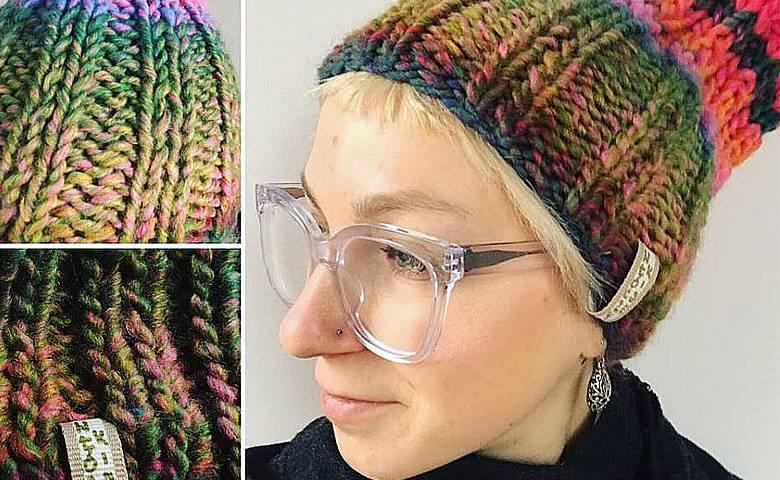 Maria Zamachowska sprzedaje czapki