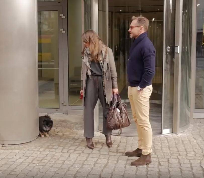 Pies Kingi Rusin sika pod studiem Dzień Dobry TVN