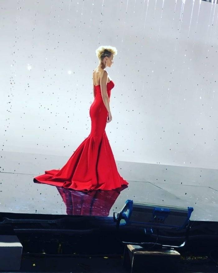 Małgorzata Kożuchowska w czerwonej sukni