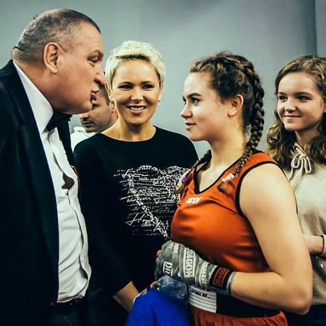Anna Samusionek chwali się swoją śliczną córką