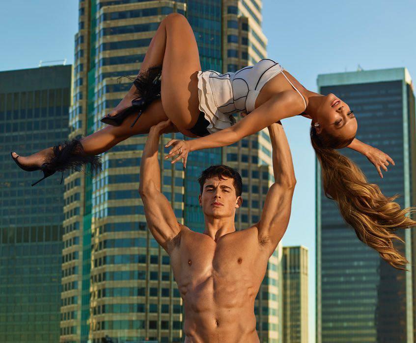 Jennifer Lopez w ramionach umięśnionego modela