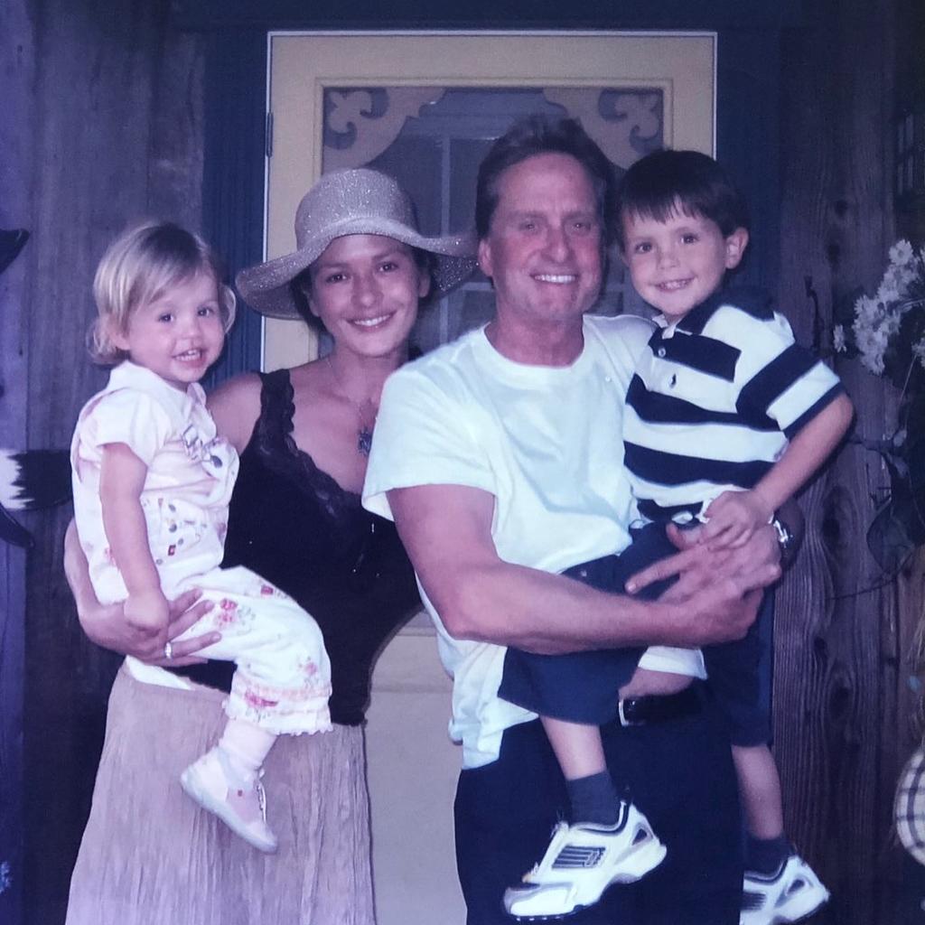 Catherine Zeta-Jones i Michael Douglas z dziećmi