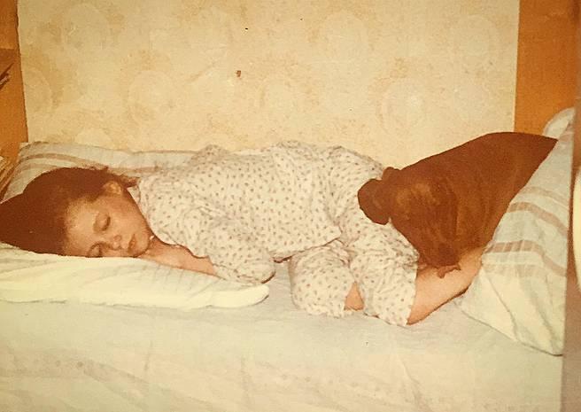 Małgorzata Rozenek w dzieciństwie z psem