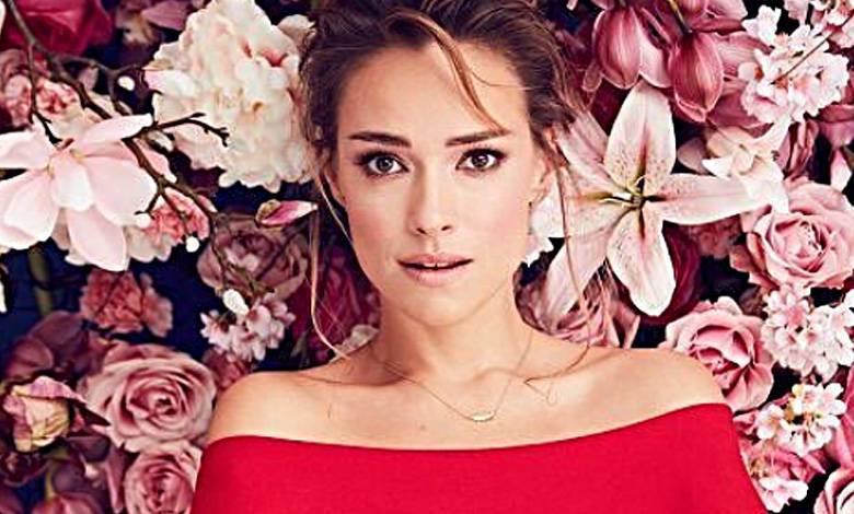 Alicja Bachleda-Curuś dostała kwiaty na Dzień Kobiet