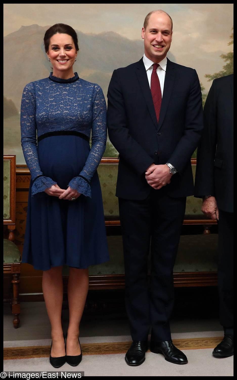 Księżna Kate z ciążowym brzuszkiem w niebieskiej sukience Seraphine