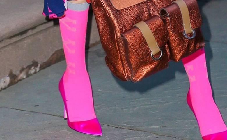 Sarah Jessica Parker – różowe podkolanówki