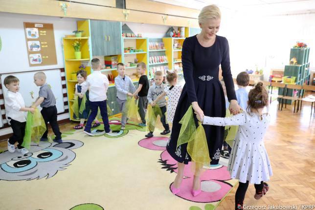 Agata Duda odwiedziła swoje dawne przedszkole i pokazała słodkie zdjęcie z dzieciństwa
