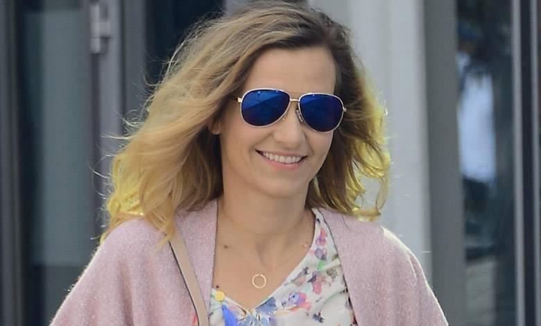 Joanna Koroniewska z córeczką na spacerze