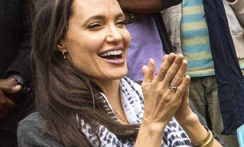 Angelina Jolie potrafi sterować samolotem