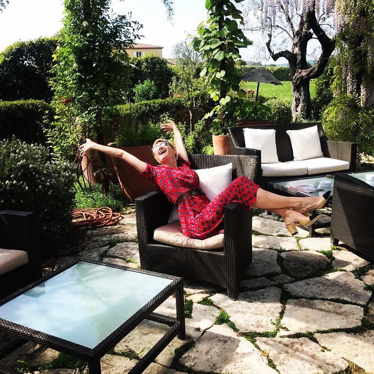 Małgorzata Kożuchowska bez makijażu w ogrodzie