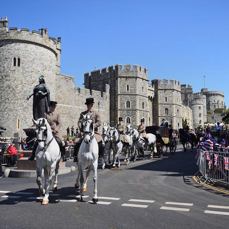 Meghan Markle i książę Harry już po pierwszej próbie przed sobotnim ślubem! Towarzyszyli im Kate z Williamem oraz brytyjskie siły zbrojne! Zobaczcie zdjęcia zdjecie 1
