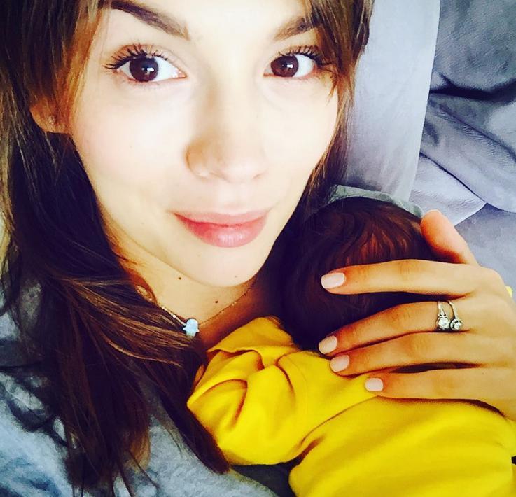 Paulina Krupińska z synem Antosiem, pierwsze zdjęcie