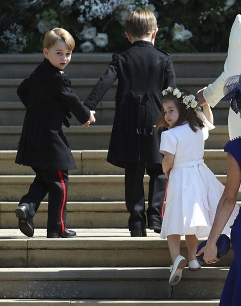 Książę George i księżniczka Charlotte na ślubie Meghan Markle i księcia Harry'ego