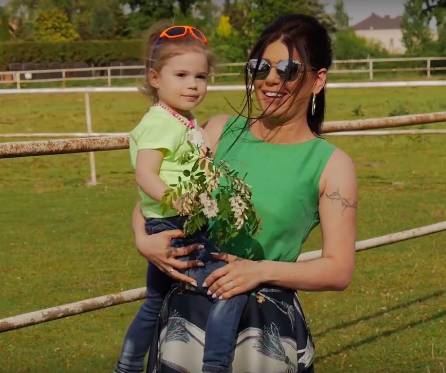 Zdjęcie (4) Córka Iwony Węgrowskiej podbija internet! Ma 3 lata i włosy jak Violetta Villas! Co za uroda