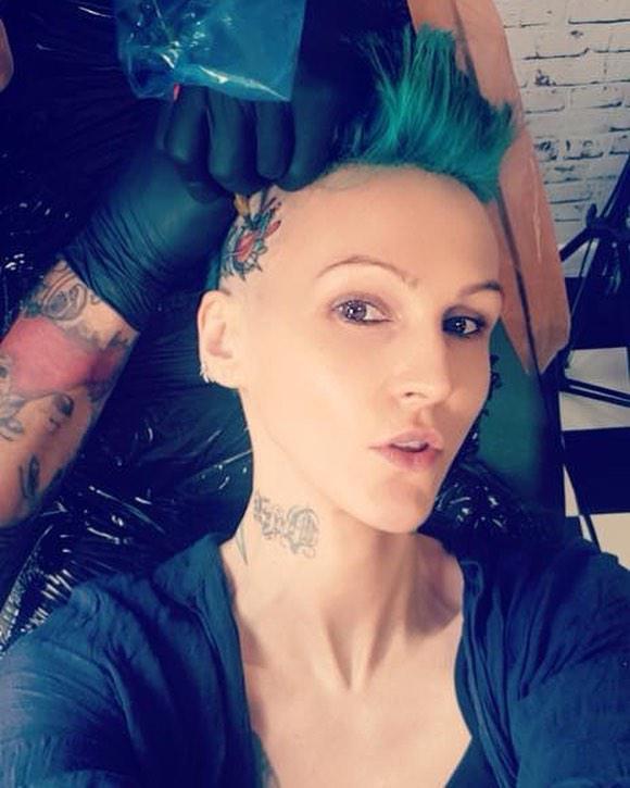 Agnieszka Chylińska i jej nowy tatuaż zrobiony na głowie