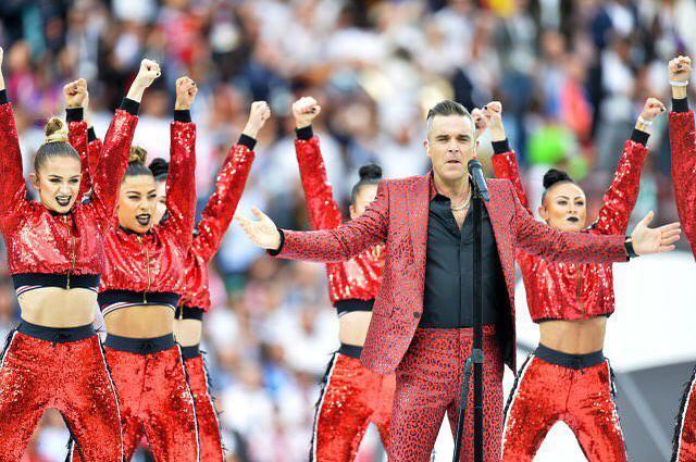 Zdjęcie (8) Robbie Williams pierwszy raz skomentował narodziny trzeciego dziecka! Nikt nie wiedział, że w ogóle na nie czeka!