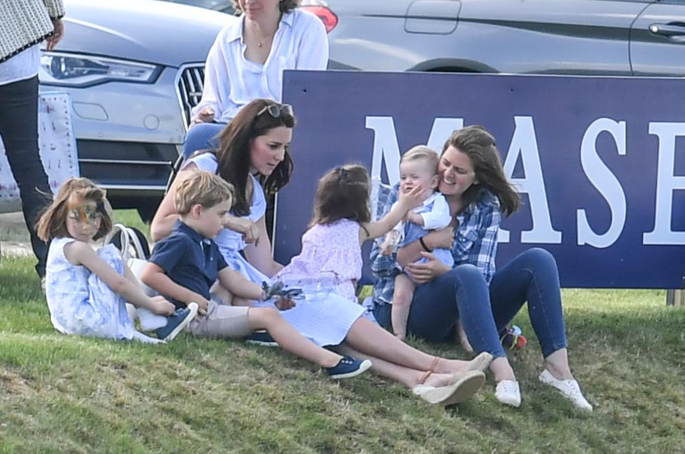 Księżna Kate z dziećmi na meczu polo