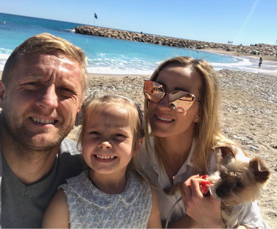 Kamil Glik z córką i żoną