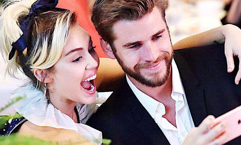 Wszyscy przeoczyli ślub Miley Cyrus i Liama Hemswortha! Hipisowskie wesele i suknia ślubna przejdą do historii