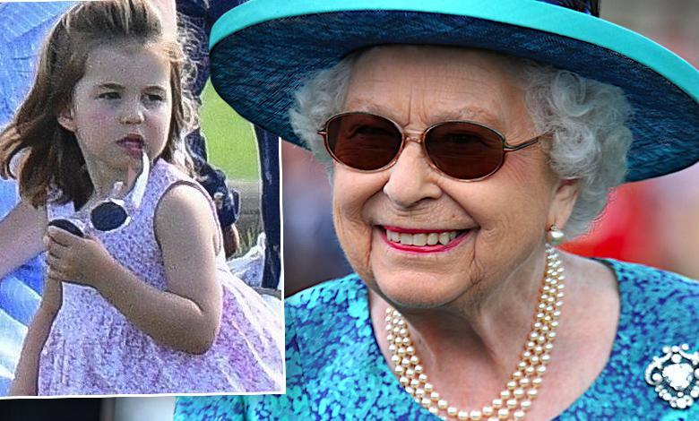 Księżniczka Charlotte, królowa Elżbieta II w okularach