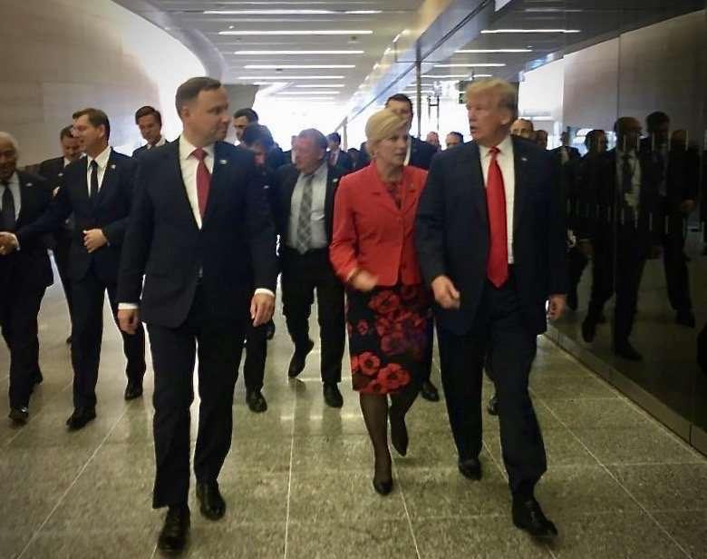 Andrzej Duda i Donald Trump na przypadkowym spotkaniu w NATO