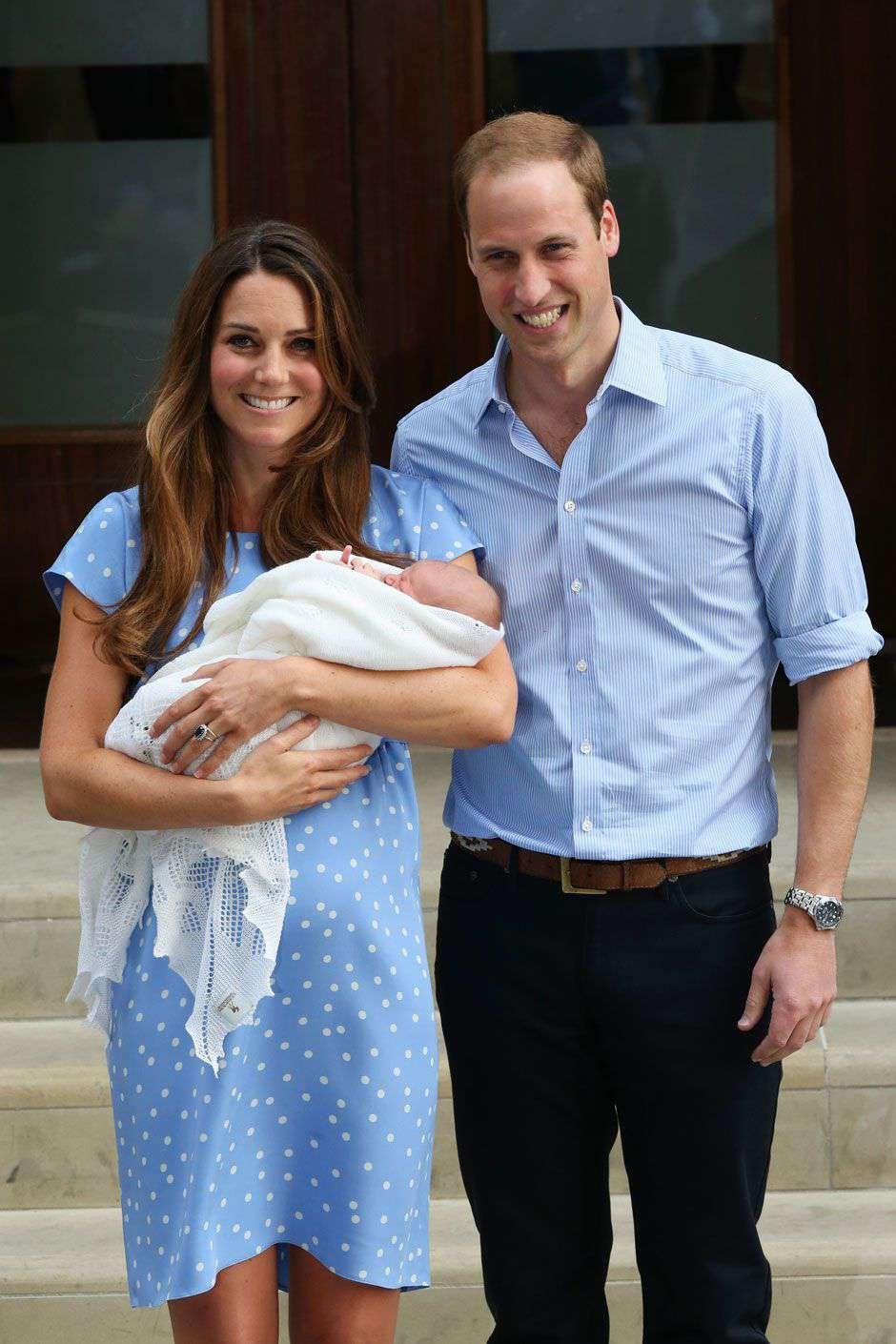 Księżna Kate i książę William pierwszy raz z księciem George'em