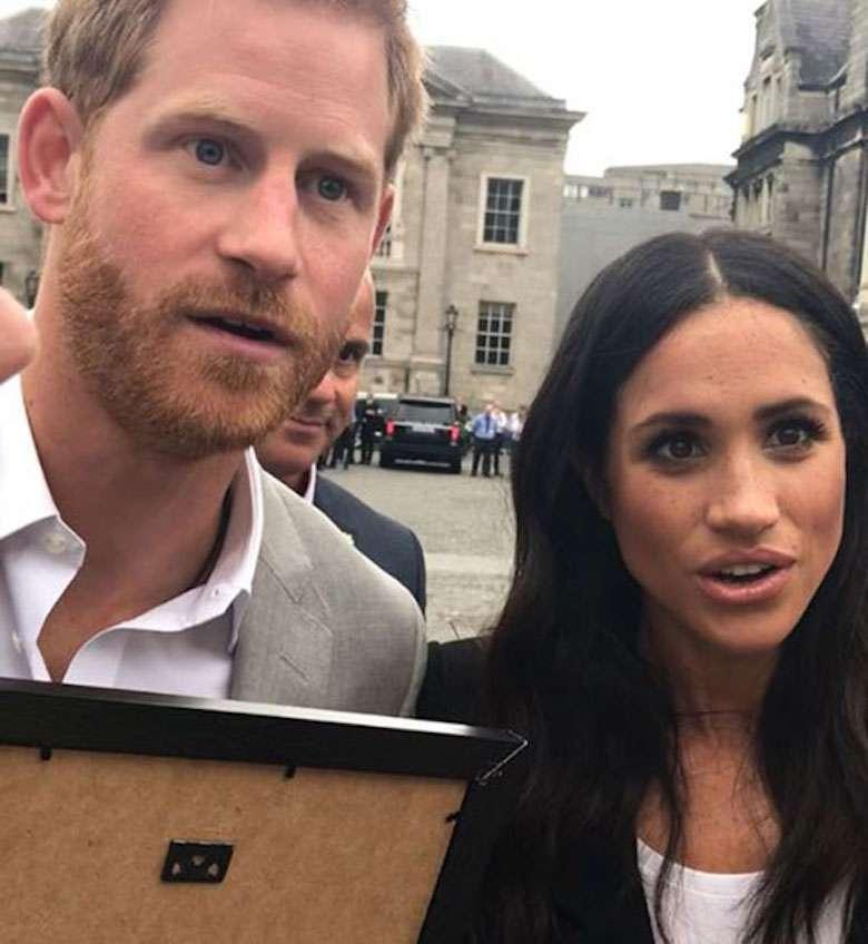 Książę Harry i Meghan Markle zszokowani na widok prezentu od fanki