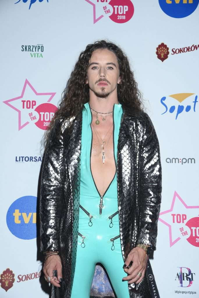Michał Szpak pokazał tors na Top of the Top 2018