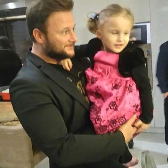 Konrad Gaca z córką