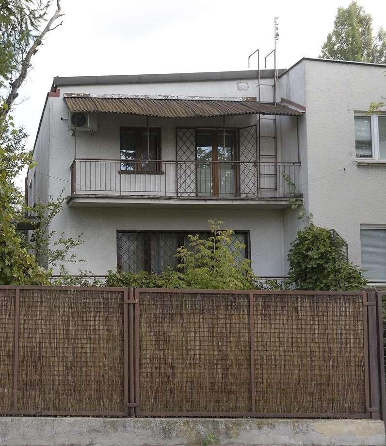 Dach na balkonie Jarosława Kaczyńskiego uległ zniszczeniu