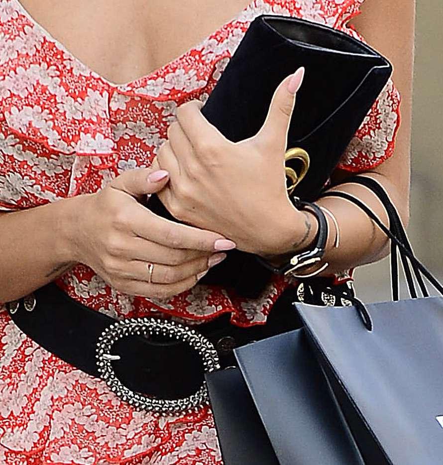 Natalia Siwiec z czarną kopertówką Gucci