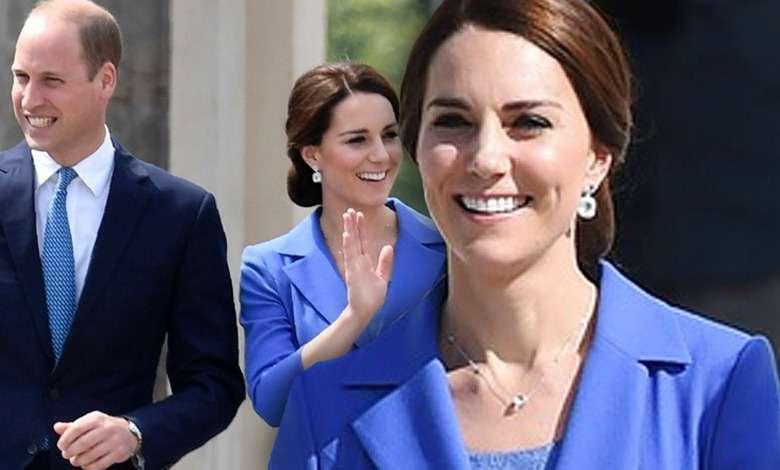 Księżna Kate wymknęła się na ślub przyjaciół, ale paparazzi i tak ją dopadli! Jej niebieska sukienka to prawdziwy hit, ale gdzieś już ją widzieliśmy