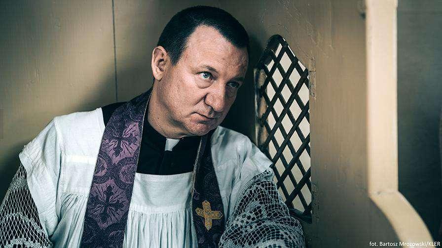 Robert Więckiewicz jako Ksiądz Trybus – Kler