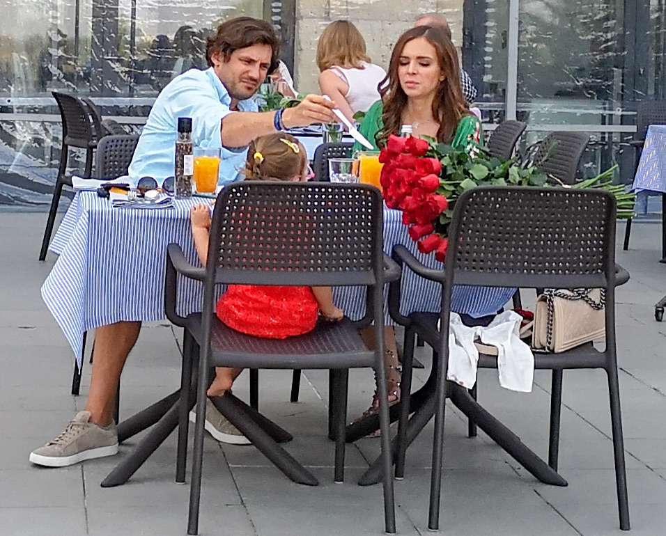 Anna Wendzikowska z córką Kornelią i Jan Bazyl na kolacji