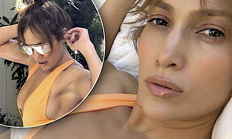 Jennifer Lopez w brzoskwiniowym kostiumie