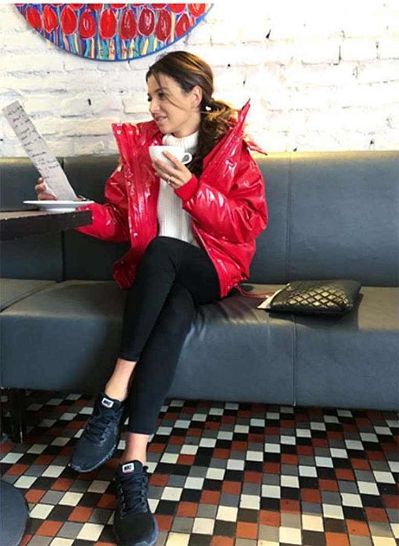 Anna Lewandowska w kurtce z H&M